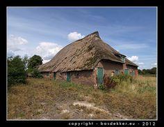 oude vervallen boerderij met ingestort voorhuis, Om de Kamp, Ansen