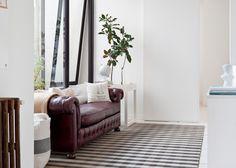 """""""Wilton Square"""" es una colección de alfombras tejidas por El Espartanoen telares Wilton que se destaca por una textura compacta yaterciopelada con un diseñ..."""