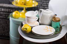 Ein perfekter Nachmittagskaffee mit Gmundner Keramik #handbemaltes #geschirr #interior #kaffeeset #coffeetime Pure Products, Yellow, Tableware, Design, Hand Painted Dishes, Coffee Set, Handmade, Simple, Sunshine