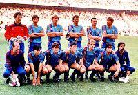 F. C. BARCELONA - Barcelona, España - Temporada 1985-86 - Urruticoechea, Gerardo, Schuster, Alexanco, Julio Alberto, Migueli; Mur (masajista), Carrasco, Víctor, Pedraza, Archibald, Marcos y Corbella (utillero) - F. C. BARCELONA 0, STEAUA DE BUCAREST 0 - En los penaltys gana el Steaua: 2 (Lacatus y Balint) a 0 (fallan Alexanco, Pedraza, Pichi Alonso y Marcos) - 07/05/1986 - Copa de Europa, final - Sevilla, estadio Ramón Sánchez Pizjuán - El Steaua gana su primer título,  mientras el Barça sigue c Fc Barcelona, Barcelona Football, Messi, Football Team, Soccer, Tango, Club, Bucharest, Champs