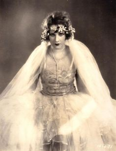 If I ever get married I definitely want my photographs to look like I got hitched in the 1930's. Vera Veronina