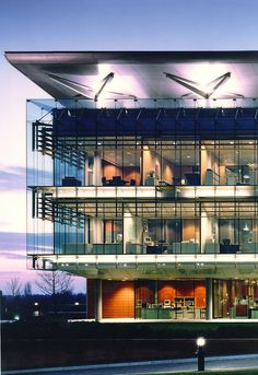 Glaxo Wellcome HQ in Greenford - by RMJM