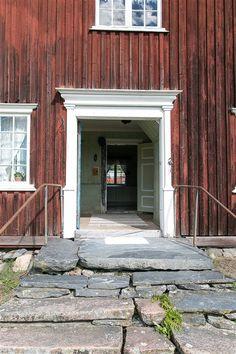 abandoned farm house Charlottenberg Sweden Abandoned Farm Houses, Old Houses, Exterior Trim, Interior And Exterior, This Old House, Norwegian House, House Painter, Vernacular Architecture, Scandinavian Design