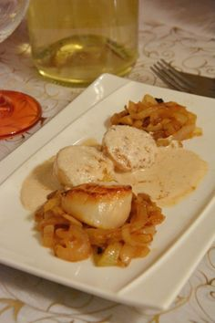 St jacques cremant DieSource by anneborys. Seafood Recipes, Chicken Recipes, Poppers Recipe, Vegan Baby, Cooking Chef, Fish And Seafood, Snacks, Healthy Dinner Recipes, Saint Jacques