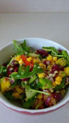Salade croquante au quinoa, haricots rouges, roquette et mangue : Crunchy quinoa, red beans, mango et aragula salad
