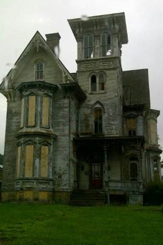 I've legit had nightmares about this house. Clearly it's #haunted