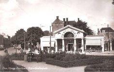 Op het Rijswijkseplein kijkend richting het Huygenspark en het bekende paviljoen.