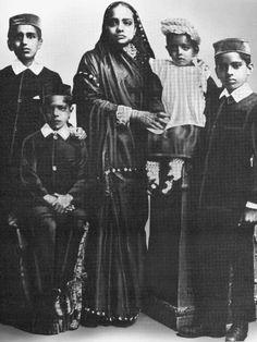 Gandhi's wife Kasturba Gandhi with their children in 1901