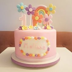 Bolo Fofinho foi o apelido que dei para este bolinho coisinha mais linda que fiz para o 1º mesversário da baby Melissa! Cheio de florezinhas, com bastante rosa e um lindo arco-íris, do jeito que a mãe quis! 💕🌸 .  Orçamentos e encomendas:  💌 E-mail: contato@bolosdacintia.com  📞 Whatsapp: (11) 96882-2623  .  #bolosdacintia #mesversario #bolodemesversario #bolo #bolodecorado #festademenina #babygirl #cake #ilovecake #cakeboss #cutecake #bolofofinho #fofo