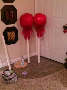 How to Make Awesome Christmas Outdoor Decorations – Giant Lollipops Christmas DIY Decorations Easy and Cheap Christmas Float Ideas, Christmas Parade Floats, Candy Land Christmas, Christmas Holidays, Large Christmas Decorations, Nutcracker Christmas Decorations, Large Christmas Ornaments, Xmas Ideas, Xmas Tree
