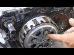 How a motorcycle clutch works - YouTube