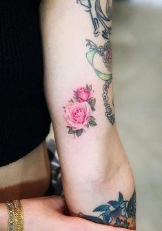 80 Best Small Tattoos Of All Time – Doozy List - rose tattoos Piercing Tattoo, Detailliertes Tattoo, Form Tattoo, Shape Tattoo, Tattoo Hals, Cool Small Tattoos, Little Tattoos, Finger Tattoos, Body Art Tattoos