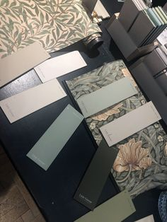 home decor hallway Wall Colors, Paint Colors, Colours, Home Wallpaper, Fabric Wallpaper, Dining Room Furniture Design, William Morris Patterns, Bistro Kitchen, Modern Colonial