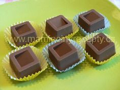 Likérové pralinky Sweet Tooth, Candy, Chocolate, Recipes, Ds, Advent, Goodies, Sweet, Toffee