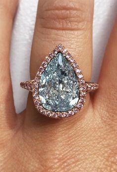 In Love!!! Gorgeous Pear Cut Blue Diamond set in Rose Gold. #pearcut #bluediamond #rosegold #pearhalo #haloring #bluediamondhalo #pearcuthalo #engagement #engagementring #luxuryjewelry #celebrityring