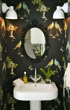 This is the wee powder room in Bizzy's glamper. This is so boho glam. The wallpaper is from Nina Campbell Perroquet.............