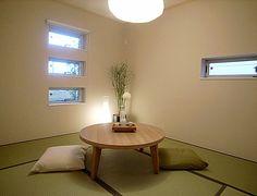 J129 和洋折衷 窓の外からは、部屋の中が和室とは思えないかも。丸いライトがほのぼの感を演出。
