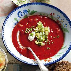 Tomatensuppe mit Avocadotatar