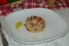 Il farro con tonno e pomodori è un piatto molto semplice da preparare e ideale da consumare anche nelle giornate più calde. Ecco la ricetta