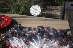 Meeska Mouska Mickey Mouse 3rd Birthday Partayyyyyy « Fancy Ashley~Mickey and Minnie Cake pops (idea from Bakerella)