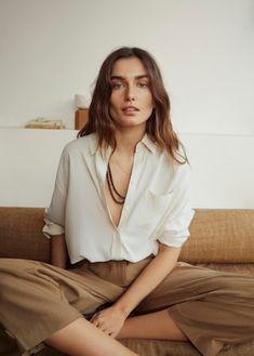 Lookbook Mode, Fashion Lookbook, Mango Fashion, Spring Fashion, Camisa Beige, Pantalon Cargo, Poses, Fashion Labels, Street Style