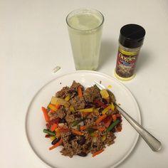 Middagsdags!  Köttfärsås med wokgrönsaker och till det en vitamindryck fullproppad med C-vitaminer... Också bästa Oogie's såklart!