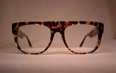 Photo Gallery Unique Style - Our frames are something you can't buy off the shelf. Designer Glasses Frames, French Decor, Eyeglasses, Eyewear, Photo Galleries, Mens Fashion, Gallery, Unique, Eyes