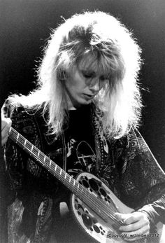 Silence Glaive — triumph-and-agony: Happy B-day Nancy! Rock And Roll Girl, Rock And Roll Bands, Rock N Roll, Nancy Wilson Heart, Wilson Sisters, Music Heart, Sisters By Heart, Women Of Rock, Guitar Girl