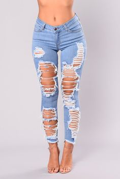 From distressed denim to chic dark cuts, check out our skinny jeans for women. Go from day to night in the best skinny jeans for women who only wear the latest trends. Cute Ripped Jeans, Light Wash Ripped Jeans, Ripped Jeggings, Ripped Jeans Outfit, Sexy Jeans, Ripped Skinny Jeans, Denim Overalls, Diy Ripped Jeans Tutorial, Womens Ripped Jeans
