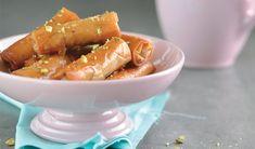Hier is 'n resep vir baklavarolletjies South African Recipes, No Bake Desserts, Carrots, Baking, Vegetables, Food, Patisserie, Bakken, Carrot