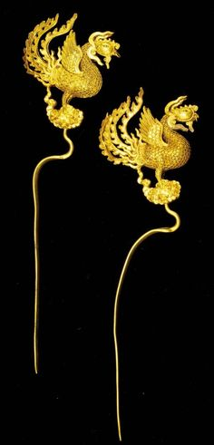 Hairpins in pheonix shape century Gold, L. g Excavated from a royal tomb of the Jing Principality at Wanxuan, Qichun, 2009 Qichun County Museum