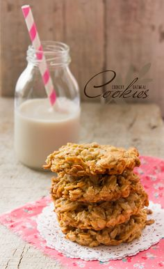 Unas rápidas y exquisitas galletas, muy saludables e ideales para preparar con tus hijos. Healthy Oatmeal Cookies, Healthy Cookie Recipes, Oatmeal Cookie Recipes, Real Food Recipes, Dessert Recipes, Yummy Food, Healthy Snacks, Vegetarian Recipes, Sweet Desserts