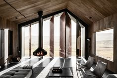 Exploring new forms in Australian vernacular architecture, with the Escarpment House by Atelier Andy Carson in Gerringong, NSW. Vernacular Architecture, Australian Architecture, Architecture Awards, Australian Homes, Tin Shed, Modern Barn House, Shed Homes, The Design Files, Modern Country