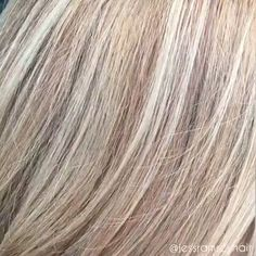 Diese Blondine 😻 - Dallas Hair Salon and Balayage Blonde Hair Going Grey, Brunette Hair Color With Highlights, Silver Blonde Hair, Short Grey Hair, Hair Highlights, Dark Hair, Blonde Color, Brown Hair, Light Hair