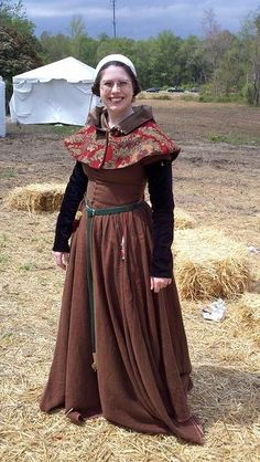 15th c. linen kirtle, with pinned sleeves and brocade hood. (My gorgeous friend Laura!)