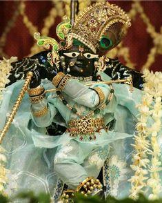 Krishna Hindu, Jai Shree Krishna, Krishna Images, Spiritual Life, Deities, In A Heartbeat, Gods Love, Spirituality, Princess Zelda