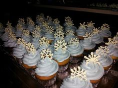 January birthday snowflake cupcakes