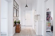 More Swedish yum, perfect entryway.