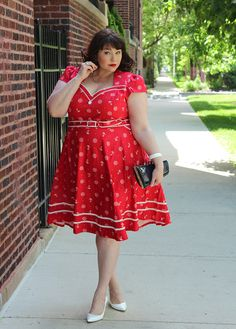 This is the CUTEST Plus Size Pin Up Sailor Dress from Voodoo Vixen. I love the bright red with white trim. And the nautical sailor print is so cheeky and fun. Love that Voodoo Vixen offers plus sizes as well as straight sizes! Plus Size Fashion Blog, Plus Size Fashion For Women, Curvy Fashion, Petite Fashion, Dress Plus Size, Plus Size Girls, Plus Size Outfits, Pin Up Kleidung, Plus Size Kleidung