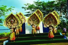 Kerla traditional Dance. Kerla Tourism. Book and get tour suggestion http://travel-smart.in/travelsmart-india-south.php