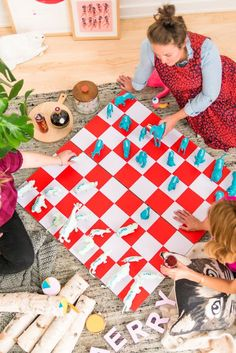 Make this giant DIY chess set for the holidays and beyond (great gift for kids too). Click through for the step by step photo tutorial. #diy #chess #holiday #games