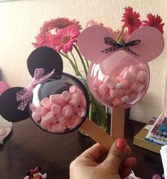 Great list of Minnie Mouse crafts, DIY Minnie Mouse party decorations, and DIY Minnie Mouse party favors!