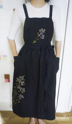 [천아트] 야생화 린넨 원피스 & 앞치마 / 선물추천 / 경남.양산.부산 천아트 공방 : 네이버 블로그 Fabric Painting On Clothes, Painted Clothes, Embroidered Apron, Embroidered Clothes, Embroidery Dress, Embroidery Stitches, Hand Painted Fabric, Apron Designs, Apron Dress