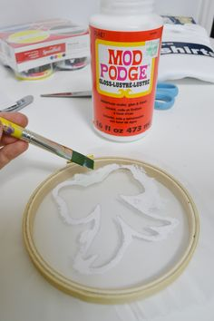 Screen printing is fun, but it can be expensive and uses toxic chemicals. This DIY screen printing with Mod Podge is easy, non-toxic and budget friendly! Mod Podge Crafts, Fabric Crafts, Diy Crafts, Diy Screen Printing, Screen Printing Materials, Diy Printing, General Crafts, Crafty Craft, Crafting