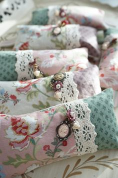 Lavender Crafts, Lavender Bags, Lavender Sachets, Cute Sewing Projects, Sewing Crafts, Vintage Crafts, Vintage Sewing, Vintage Fabrics, Retreat Gifts