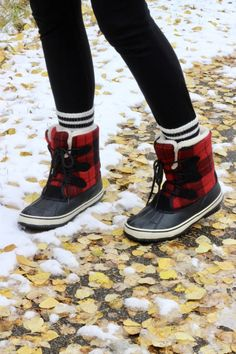 Fall Trends: The Bomber Jacket - Winter Boots - Ideas of Winter Boots - Buffalo Plaid Winter Boots Stylish Winter Boots, Winter Boots Outfits, Fall Boots, Casual Winter, Winter Style, Winter Wear, Autumn Winter Fashion, 2016 Winter, Cute Shoes