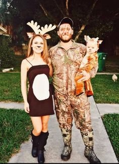 Deer hunting/Camo Halloween family costumes or both of us in hunting clothes and baby as a deer Deer Halloween Costumes, Theme Halloween, Family Halloween Costumes, Couple Halloween, Halloween Outfits, Group Costumes, Halloween 2019, Zombie Costumes, Deer Costume