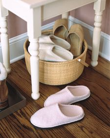 For all those slippers! Basket of Slippers In the winter, place an array of terry-cloth slippers by the door for guests. Fill a basket with comfortable slippers or soft, heavy socks as a warm welcome for visitors -- and an inducement to remove wet boots. Organizar Closet, Guest Room Essentials, Martha Stewart Home, Homekeeping, Organization Hacks, Organizing Tips, Organizing Solutions, Entryway Organization, Organising