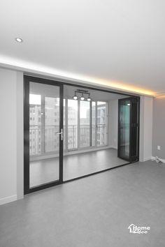 아파트 베란다 폴딩도어가 설치 시공된 거실 인테리어안녕하세요 홈데코 인테리어입니다 오늘은 대전 아파... Home Interior Design, Shoe Rack, House Design, Windows, Modern, Muji, Furniture, Glass Doors, Home Decor