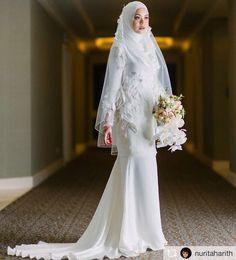 26 New Ideas Garden Wedding Ceremony Ideas Simple – Wedding Muslimah Wedding Dress, Muslim Wedding Dresses, Garden Wedding Dresses, White Wedding Dresses, Wedding Gowns, Bridesmaid Dresses, Garden Dress, Wedding Ceremony, Malay Wedding Dress